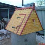 монтаж домика для колодца