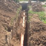 монтаж трубопровода канализации на участке