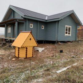копка колодца - так выглядит надколодезный домик после монтажа