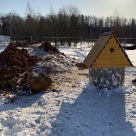Колодец выкопан - домик установлен