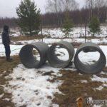 Кольца колодезные на участке, снег, лес