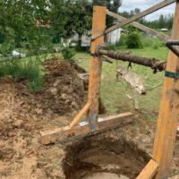 начало копки шахты под бетонные кольца